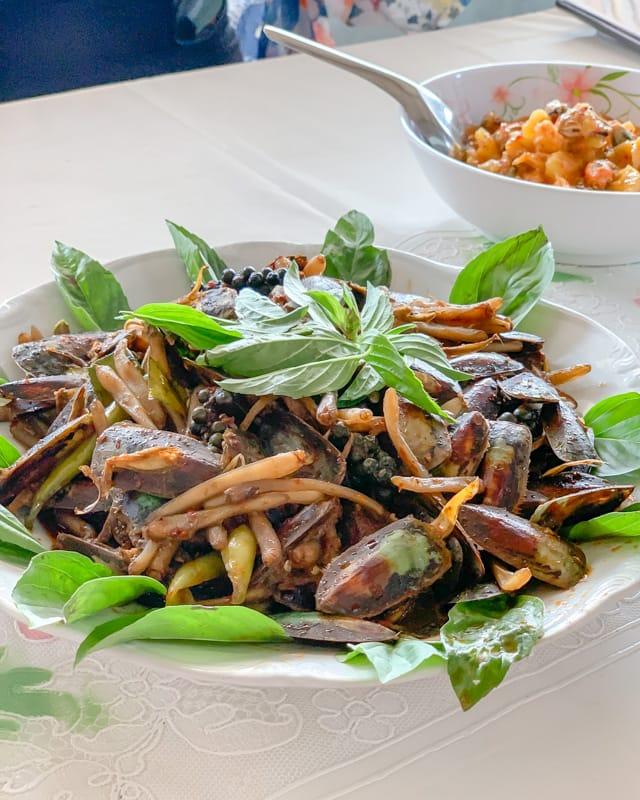 Hoi Pak Pet Phat Cha (Duck Clam), Ban Nam Chiao